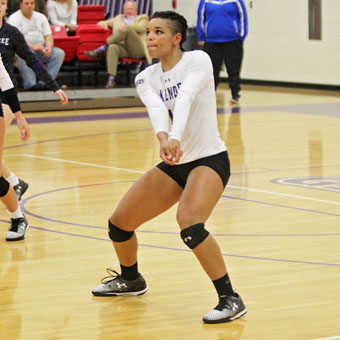 Arela Williams '18 Playing Volleyball