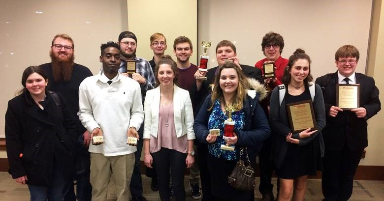 Competing at the Study Break tournament were (front row) Beth Graham, Antoine Cozart, Chandler Flesch, Rebecca Postula and Kenzie Meni; (back row) Gage Simmons, Justin Fausz, Nick Glass, Alex Baldwin, Mitch Deleel and John Hilmes.