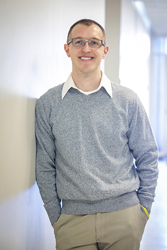 Neuroscience research assistant Tom Mahan '07 majored in biology.