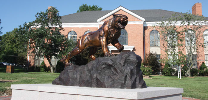 Photo of Bearcat Statue